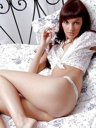 Gracefull brunette babe stripping off her...